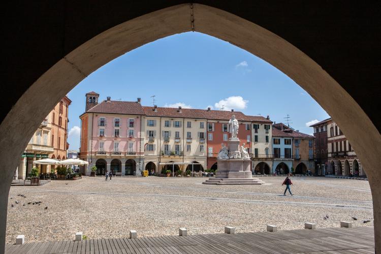 Arco su Piazza Cavour